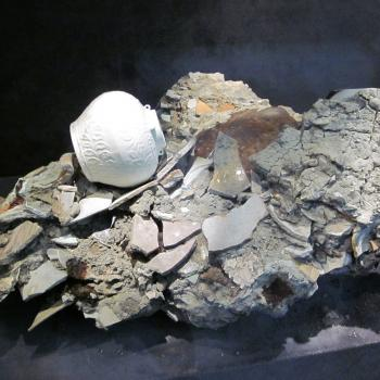 Wreck relic with concretion, Nanhai museum